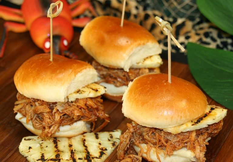 Hawaiian Pulled pork sliders